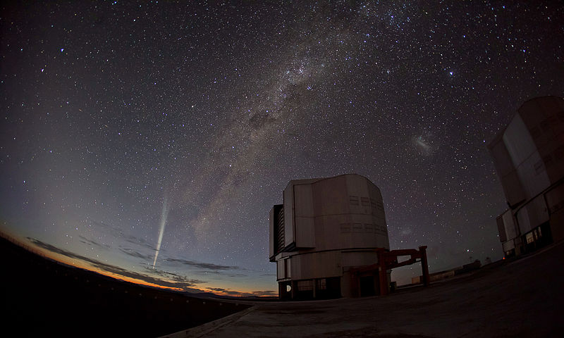 800px-Christmas_Comet_Lovejoy_Captured_at_Paranal